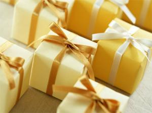 выбрать подарок мужчине, подарок любимой девушке, сделать подарок на 8 марта